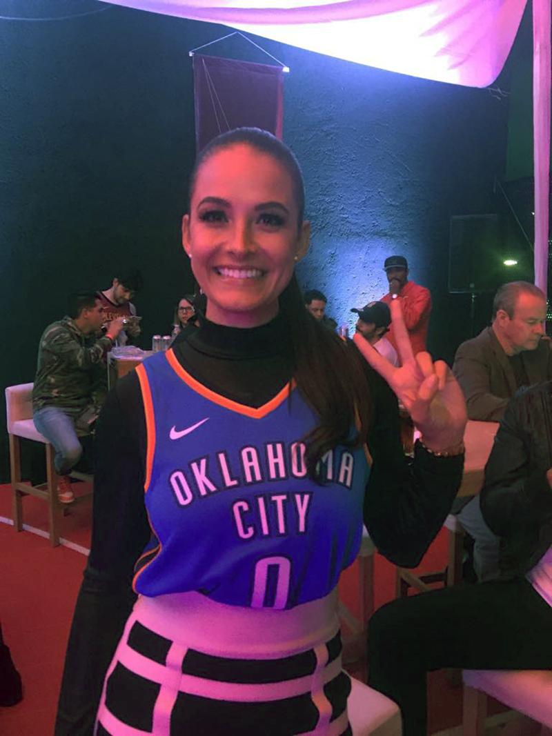 Gina Holguín en viva basquet
