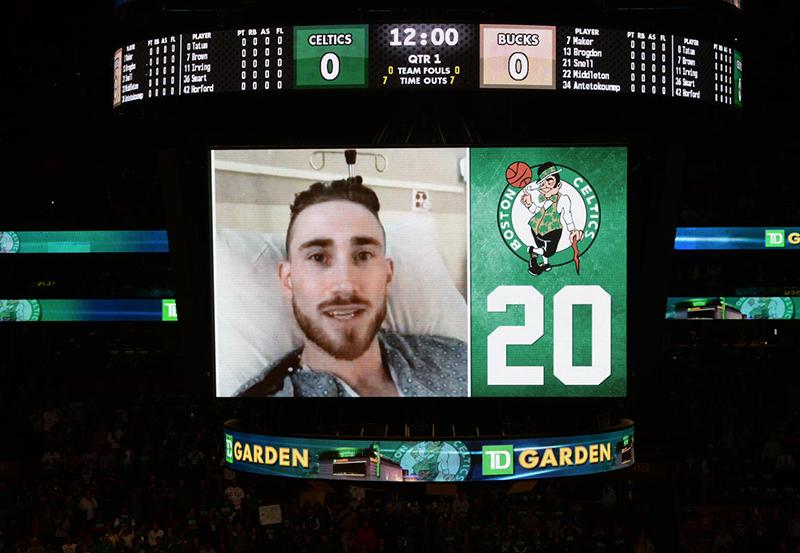 Ovación para Gordon Hayward en Boston 2