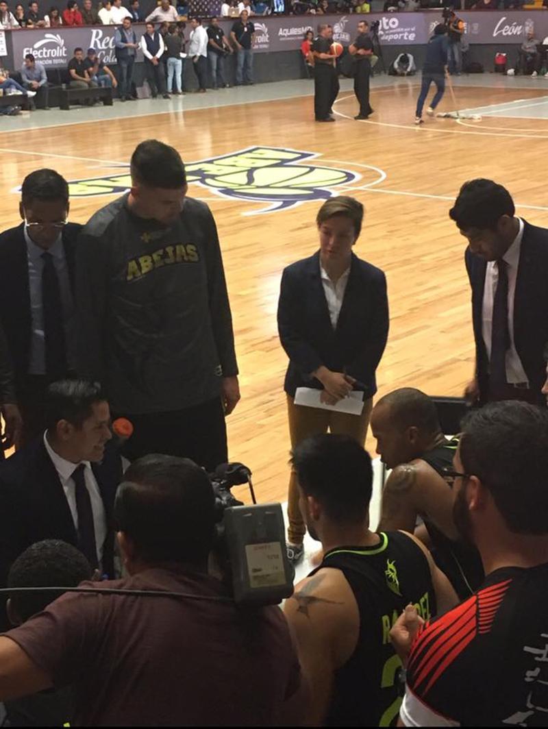 Itzel Villegas, un coach que comienza a marcar historia en la LNBP