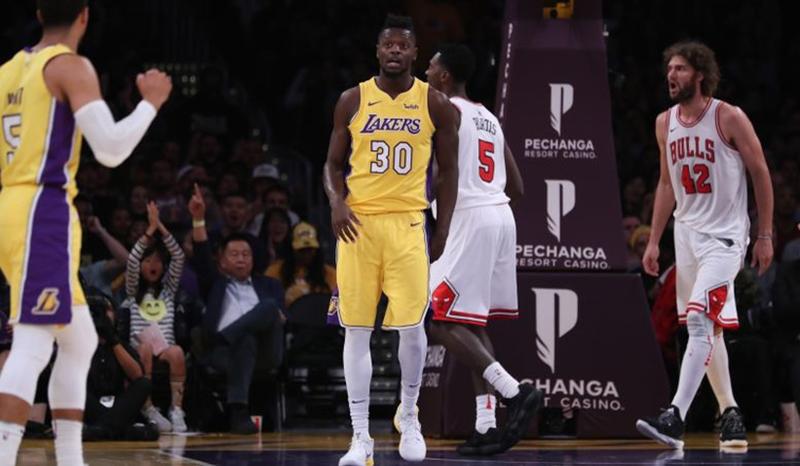 Los Lakers arañan la postemporada