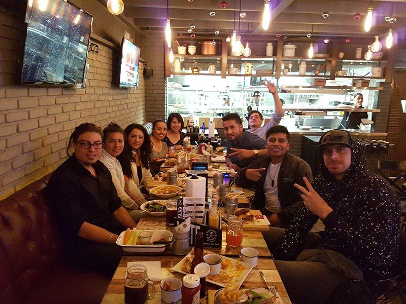 comida con los ganadores del battle force CDMX y lorenzo mata foto2