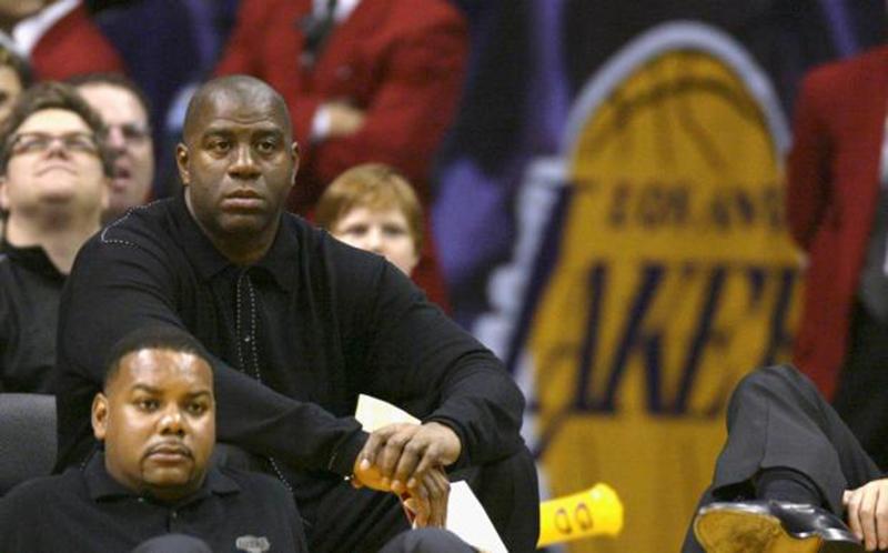 Otra multa para Lakers cortesía de Magic Johnson