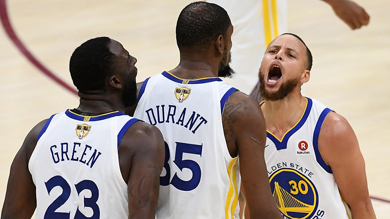 Los Warriors preparan las escobas