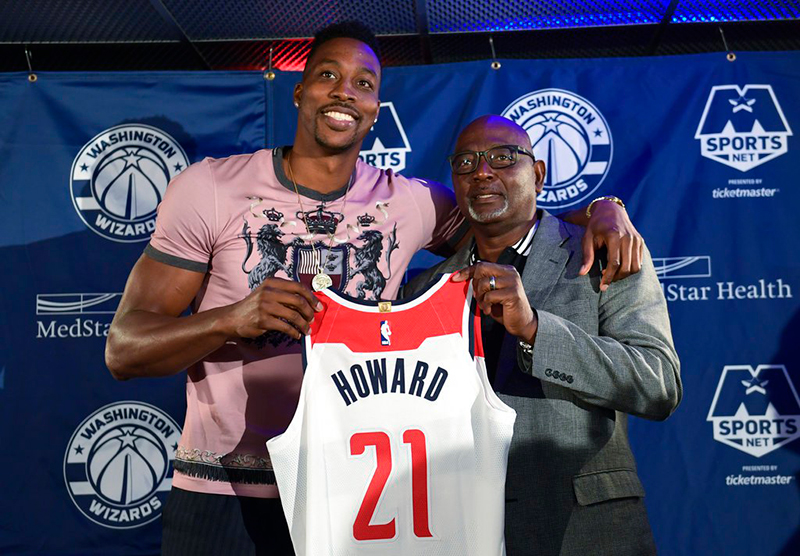 Dwight Howard va por su última morada