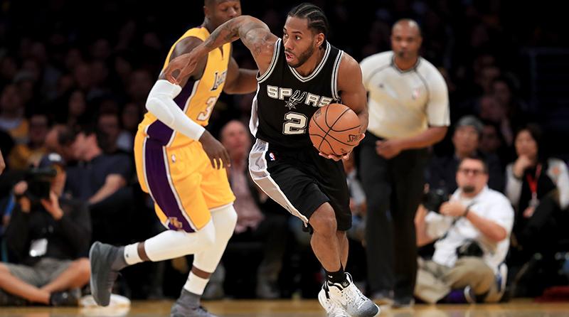 Kawhi Leonard se aleja más de los Lakers