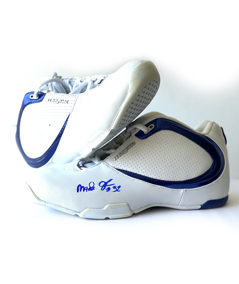 "Tenis ""Magic 32"" firmados por Magic Johnson"