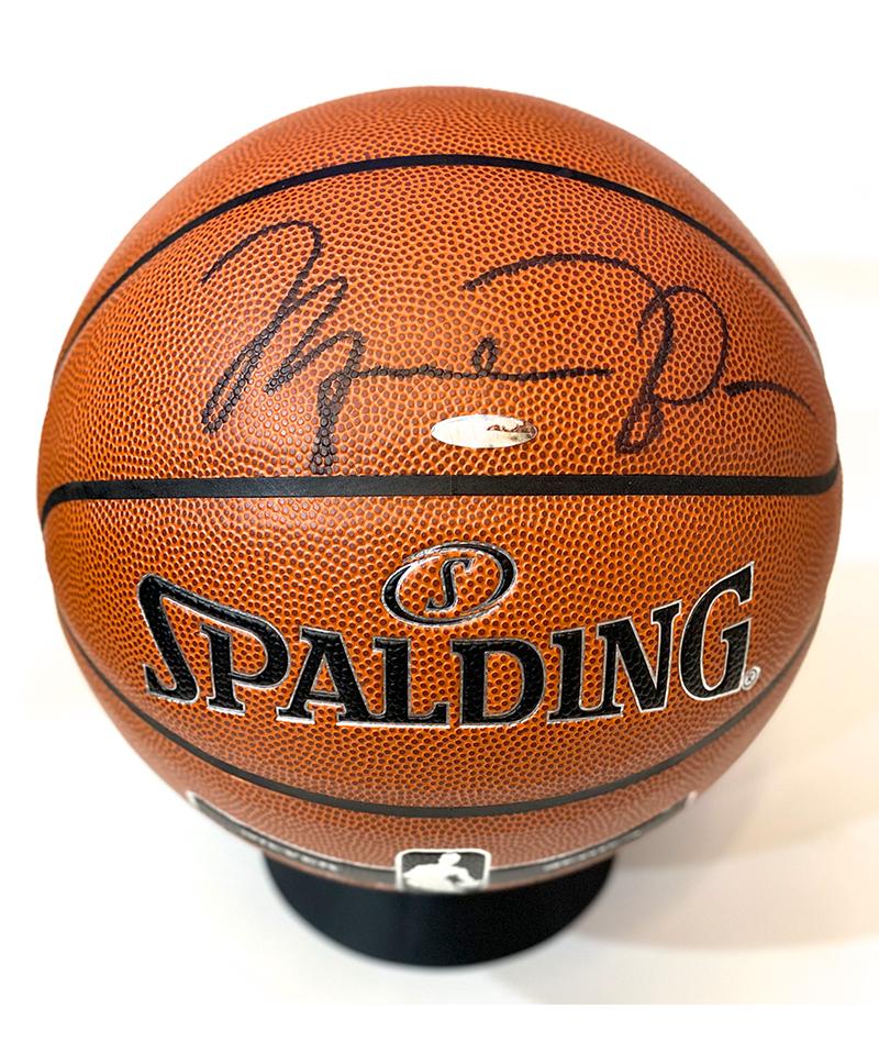 Balón Spalding oríginal firmado por Michael Jordan