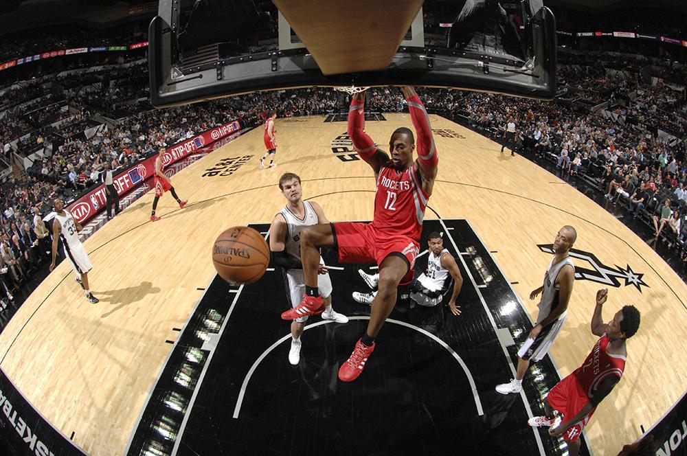 Los Rockets han tenido un buen inicio de temporada y una de las claves ha sido Dwight Howard quien por ahora ha formado una buena dupla con James Harden.