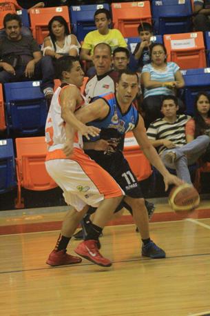 HURACANES VS CORRECAMINOS en viva basquet