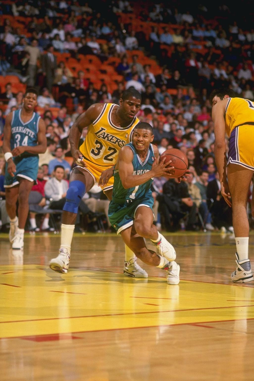 Muggsy Bogues el jugador de basquetbol mas chaparro de la nba