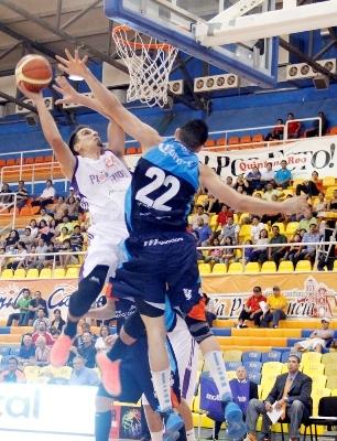 PIONEROS VS HURACANES equipos de basquetbol en viva baquet