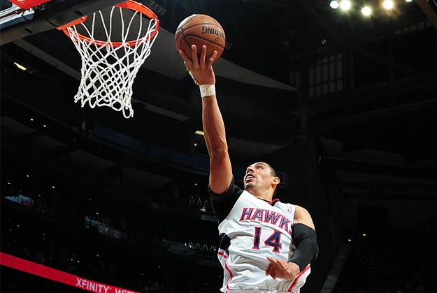 Gustavo Ayón encesta contra los Pistones. NBA, Viva Basquet