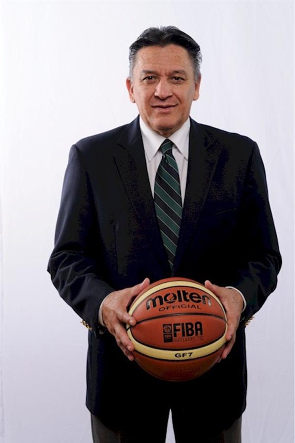 ANGEL GONZALEZ Coach del equipo Koatl en viva basquet
