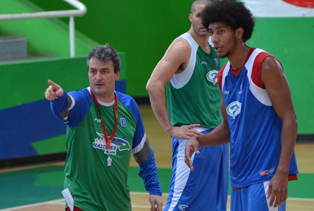 Sergio Valdeolmillos coach de méxico en viva basquet