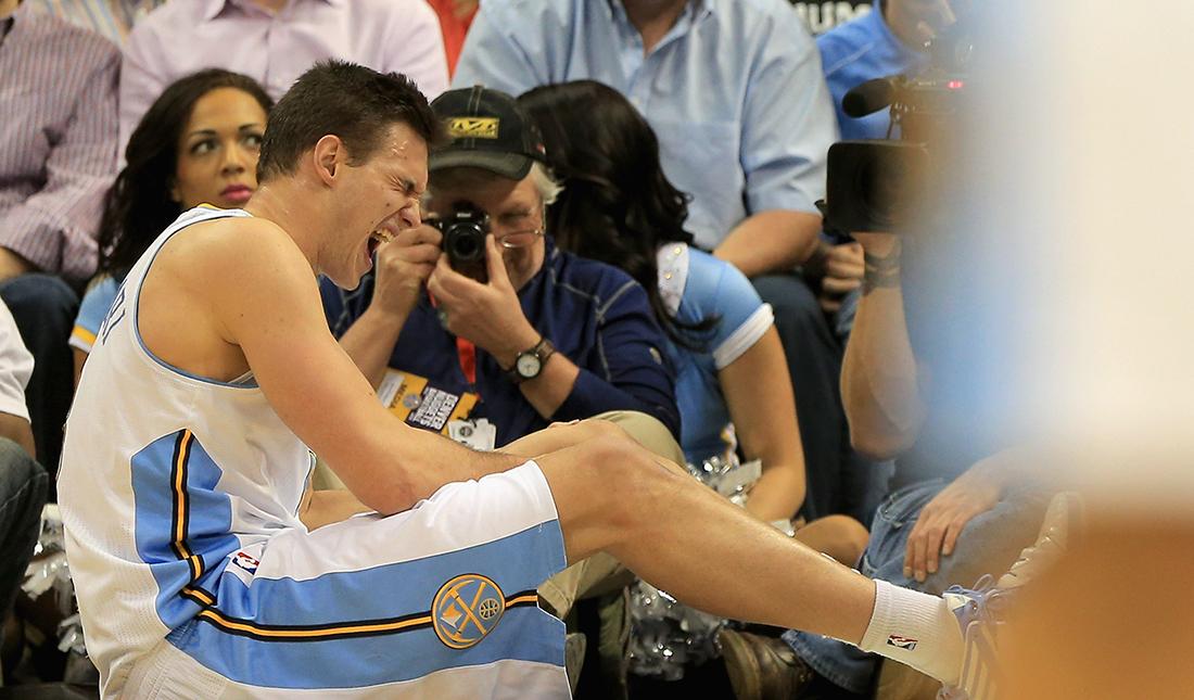 GALLINARI lesionado de la rodilla en viva basquet