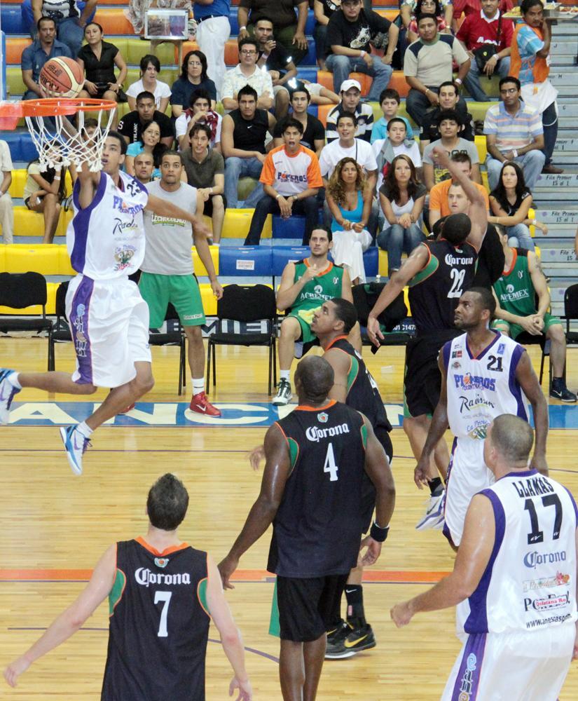 Romel Beck regresa con Pioneros en viva basquet