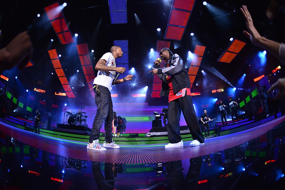 Pharrell Williams & Snoop Dog en NBA All-Star Game Pharrell Williams & Snoop Dog en viva basquet