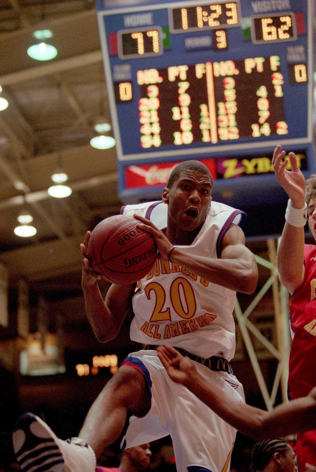 James White #20 en viva basquet