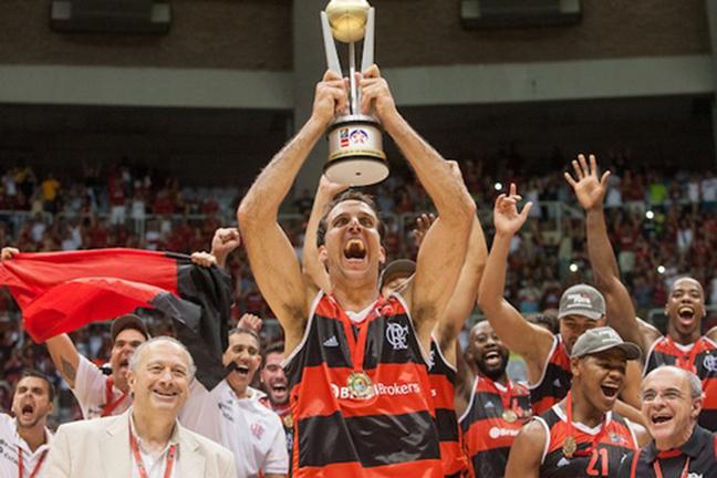 Samuel Vélez del Flamengo, equipo campeon de la loiga las americas en viva basquet