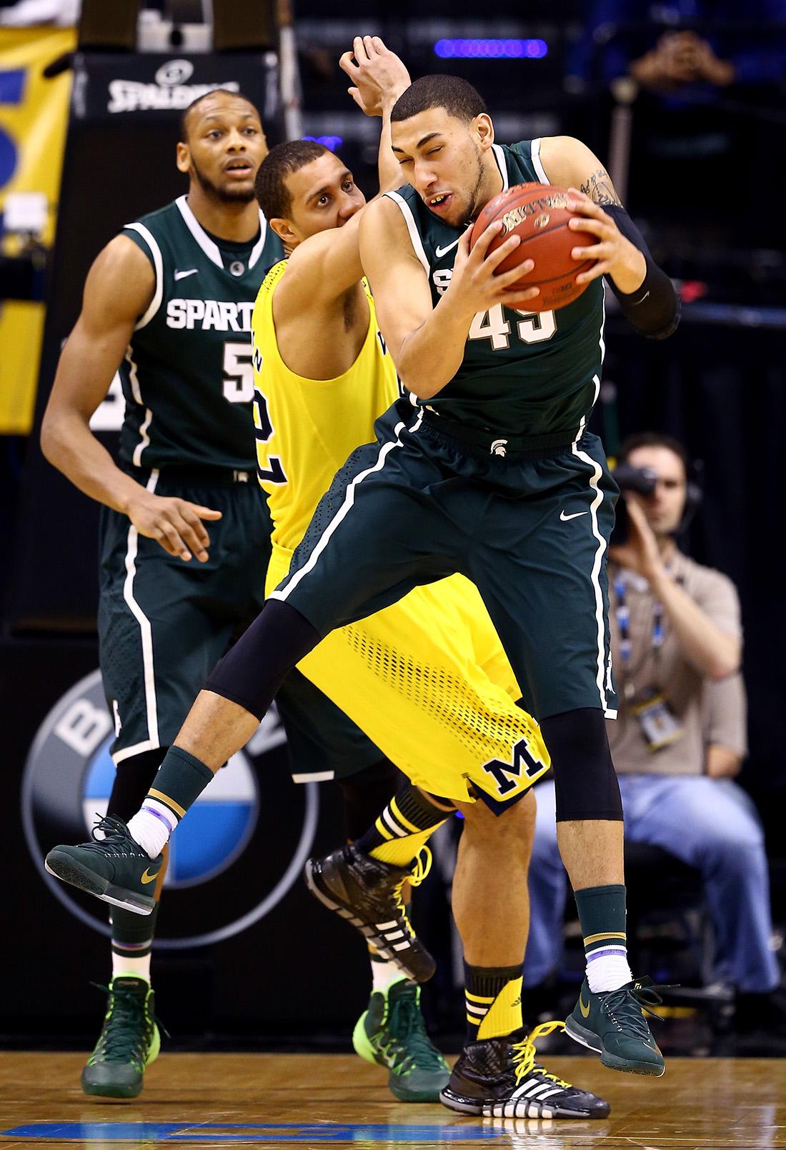Denzel Valentine de la NCAA en viva basquet