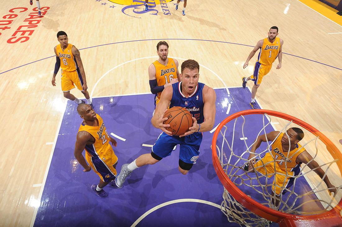 CLIPPERS derrotando a los LAKERS en viva basquet