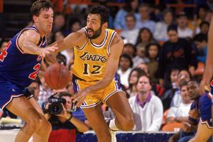 Vlade Divac de Los Angeles Lakers en viva basquet