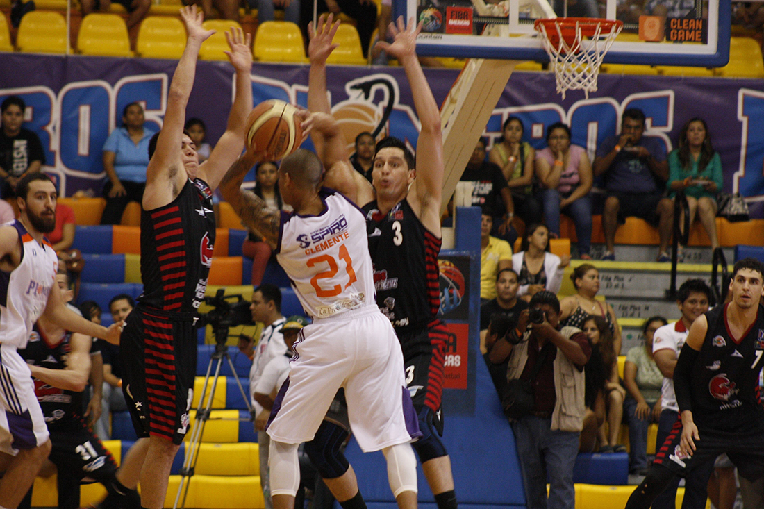 PIONEROS -HALCONES en la final de la lnbp en viva basquet