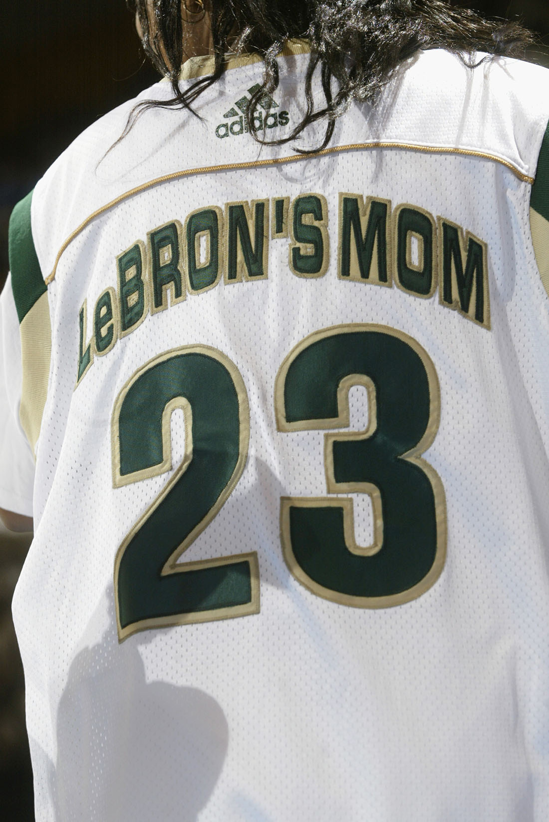 Gloria James la mama de lebron en viva basquet