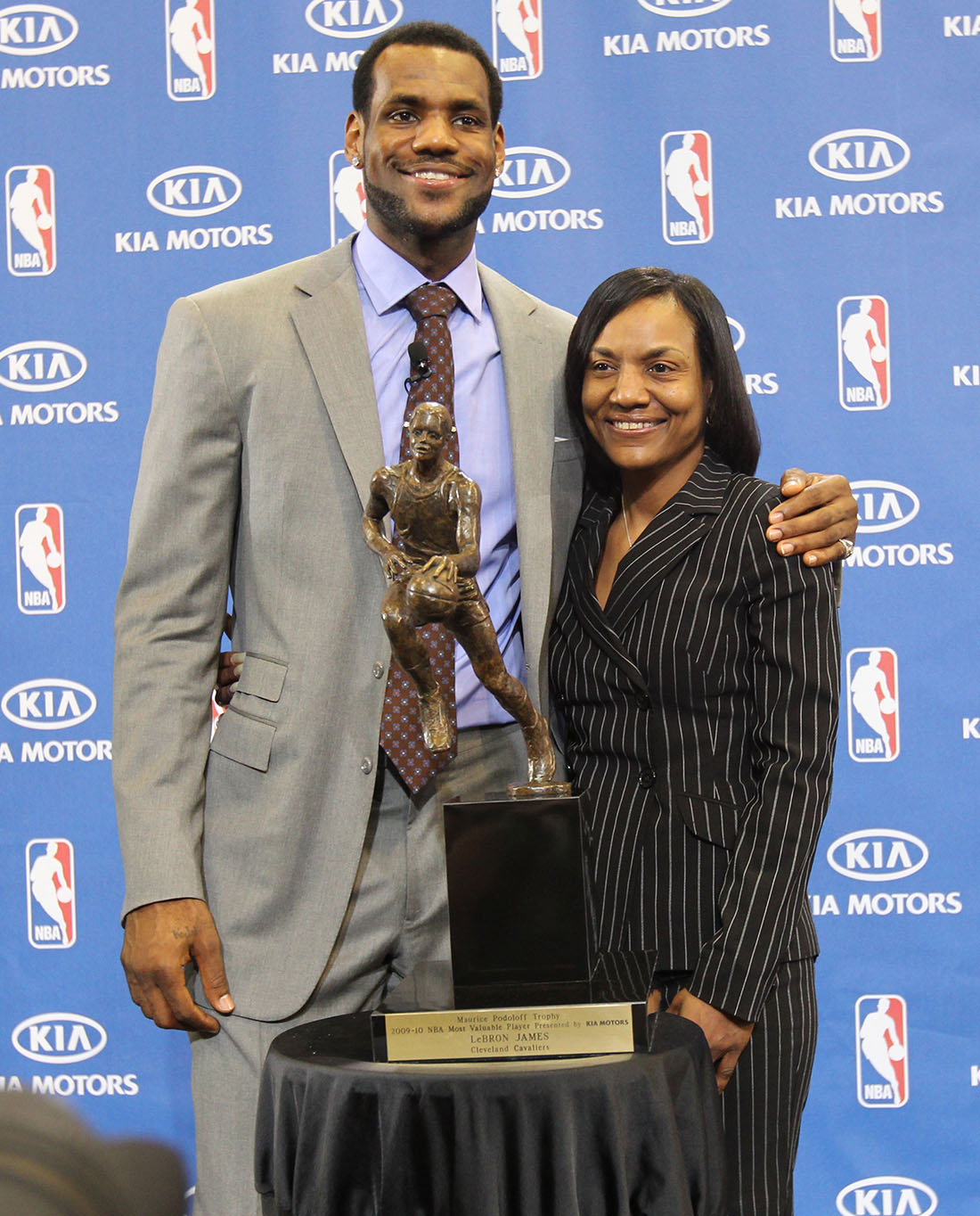 Gloria James la mama de lebron en viva basquet