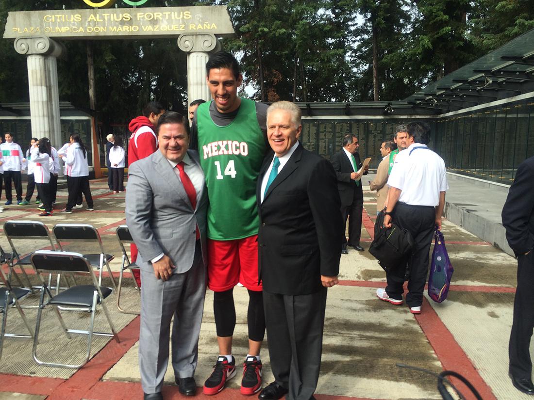 gustavo ayon jugador mexicano de la NBA