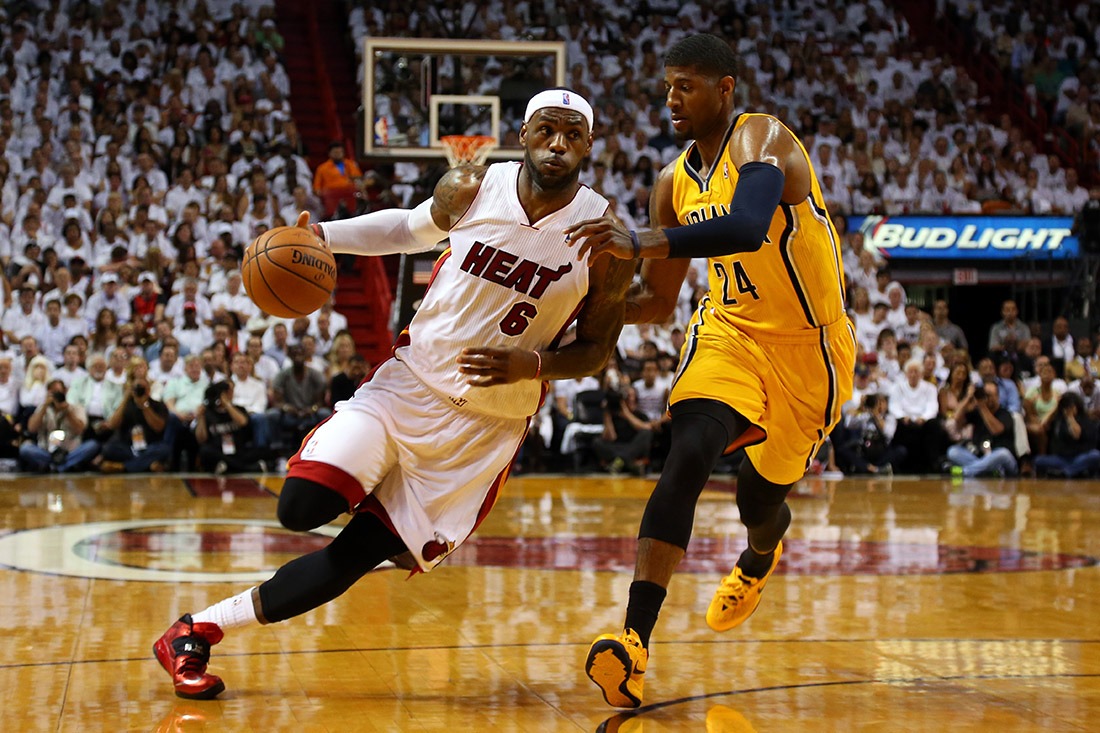 LeBron James &  Paul George en viva basquet