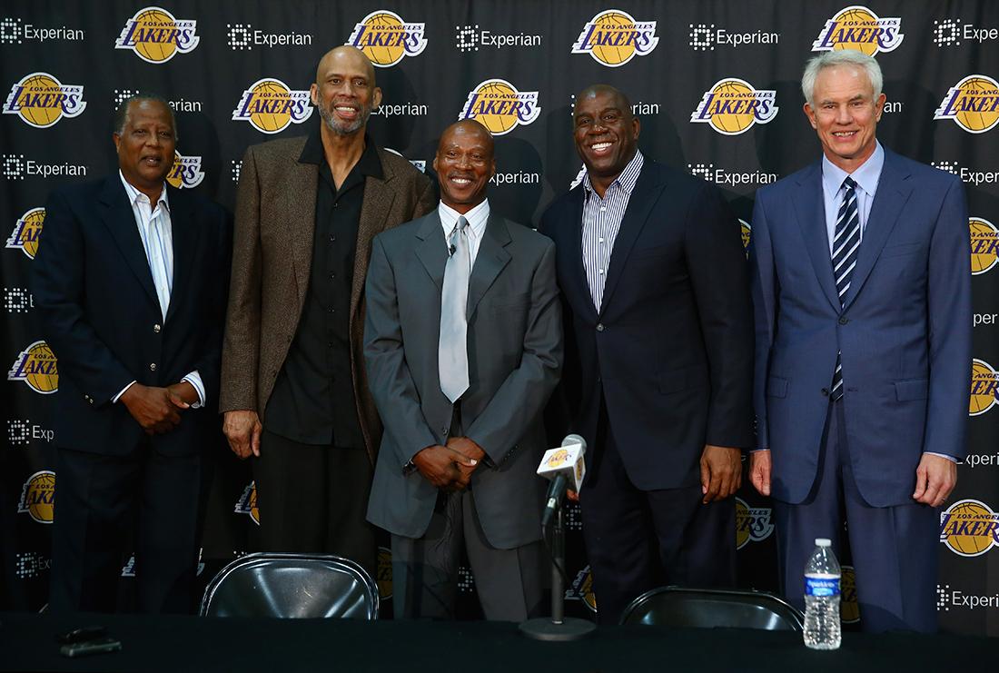 LAKERS con nuevo coach en viva basquet