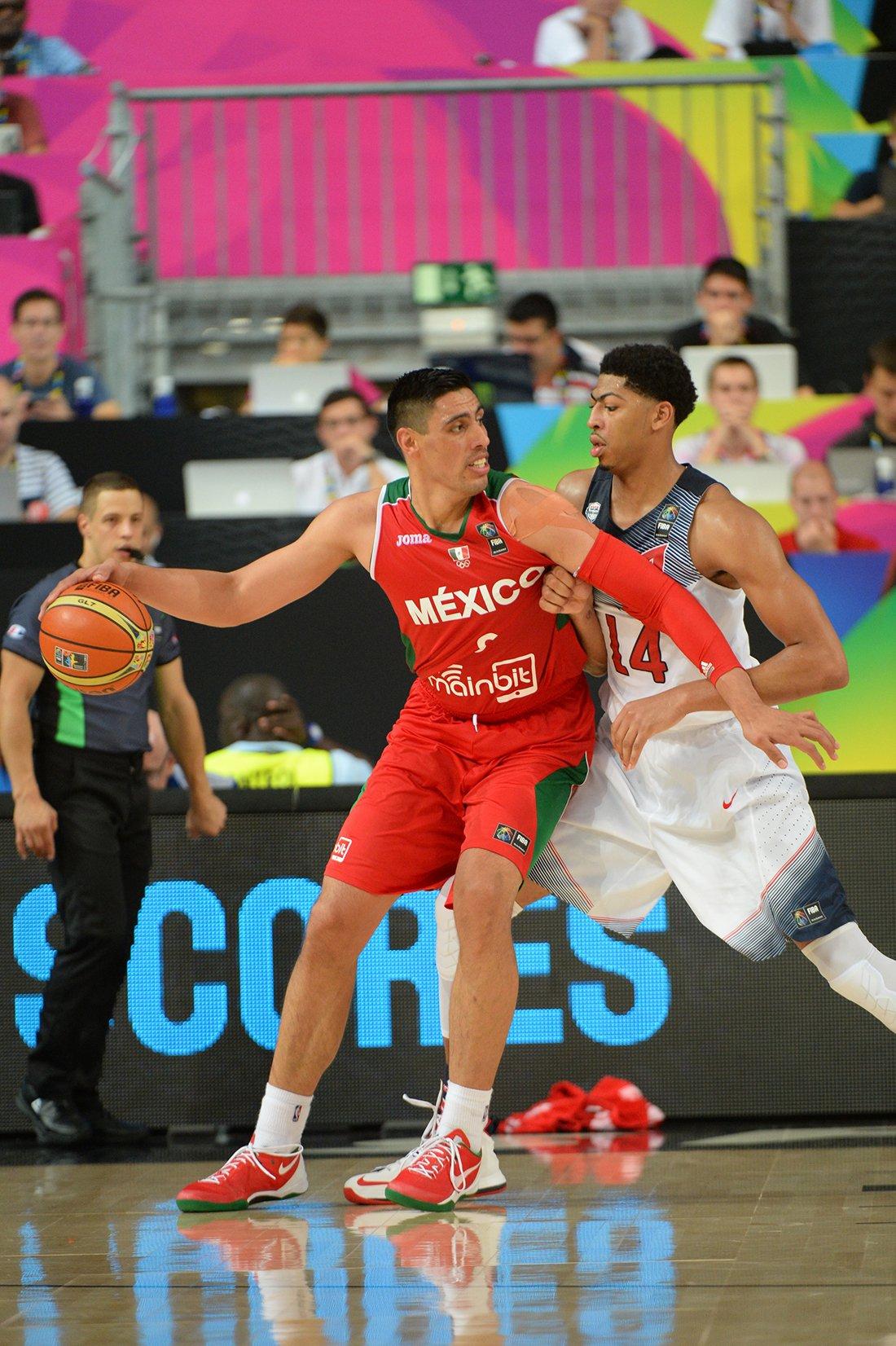 Gustavo Ayón en octavos de final contra estados unidos en viva basquet