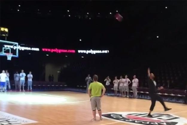 Tony Parker hace magia. en viva basquet
