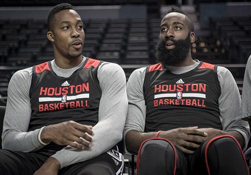 thumbJames Harden y Dwight Howard Acaparan miradas.