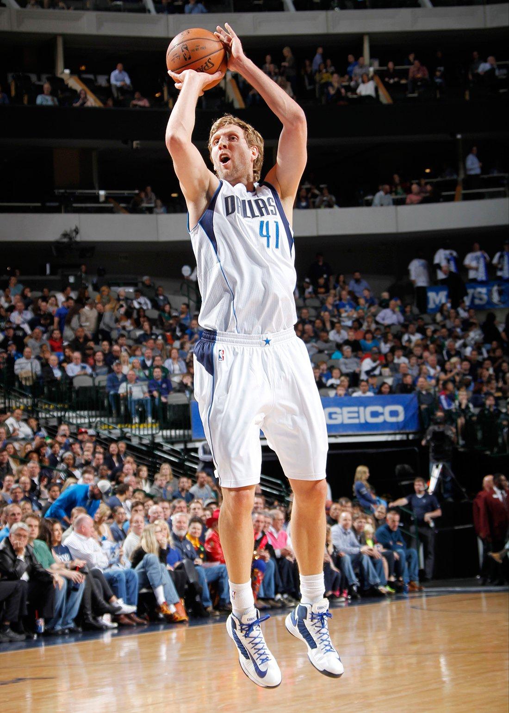 Dirk Nowitzki uno de los 10 europeos de época en la NBA en viva basquet