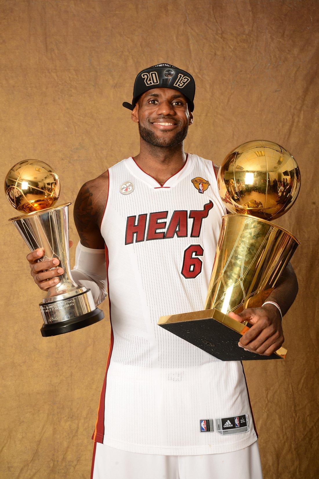 30 curiosidades de LeBron James por su cumpleaños de 3o años en viva basquet