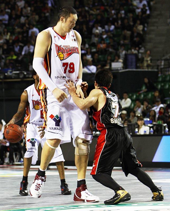 Sun Ming Ming otro gigante del basquetbol