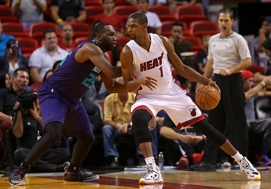 Miami pierde a Bosh y McRoberts por viva basquet.