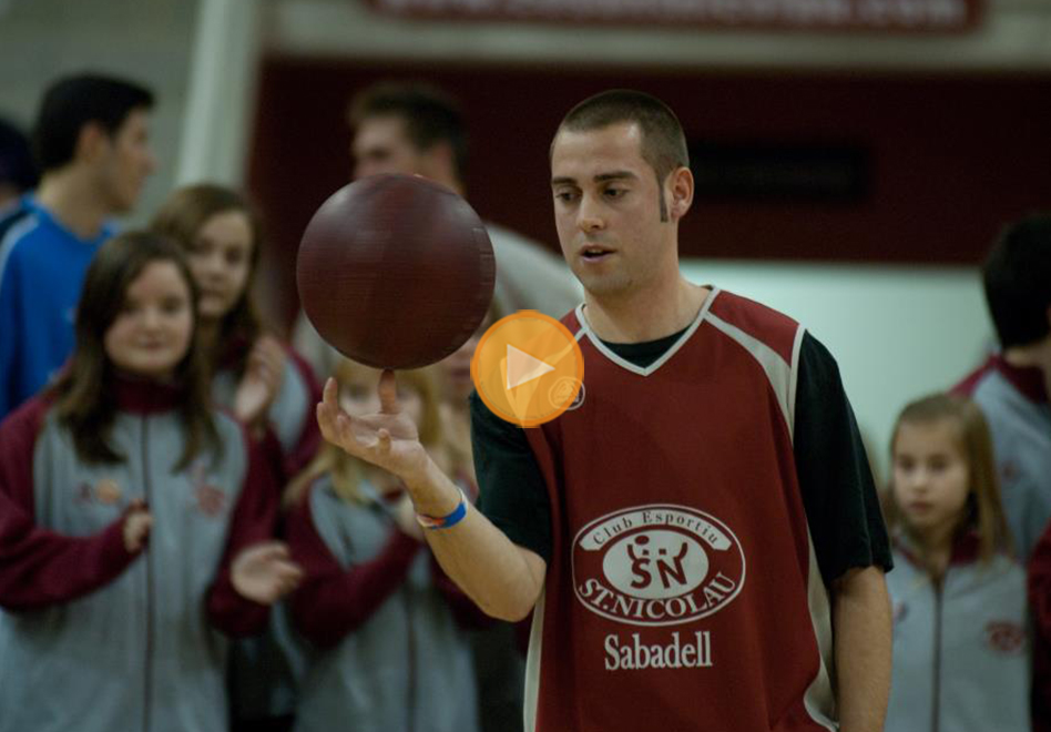 el Récord mayor tiempo girando una pelota de básquet con un dedo en viva basquet