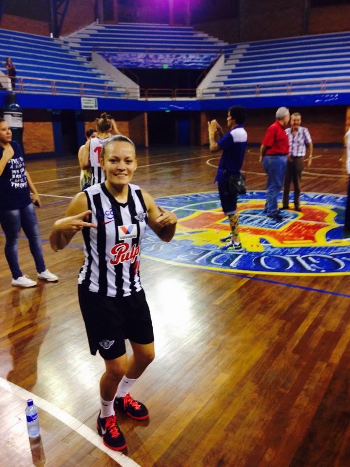 Brisa Silva en viva basquet