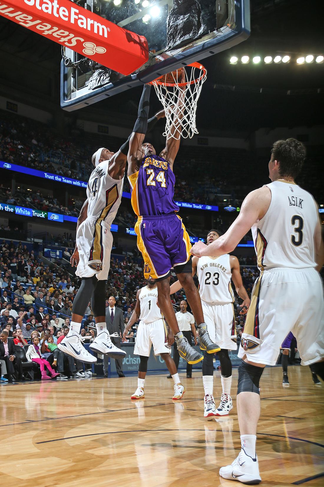 Alarma en LA, Kobe se lesiona el hombro por viva basquet