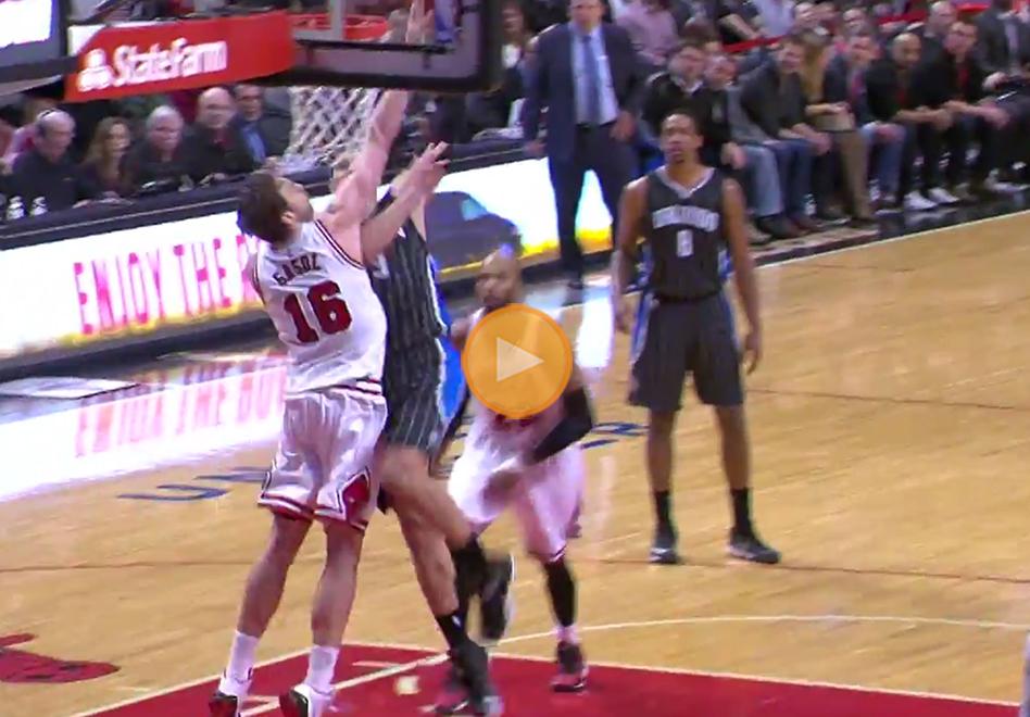 Mandan al suelo a Pau Gasol por viva basquet
