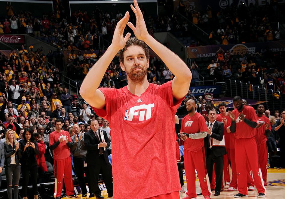 Ovación a Pau Gasol en su regreso al Staples Center por viva basquet