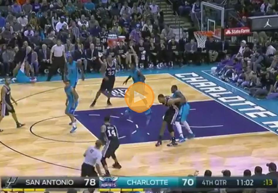 P.J. Hairston de los Hornets multado por teatrero por viva basquet