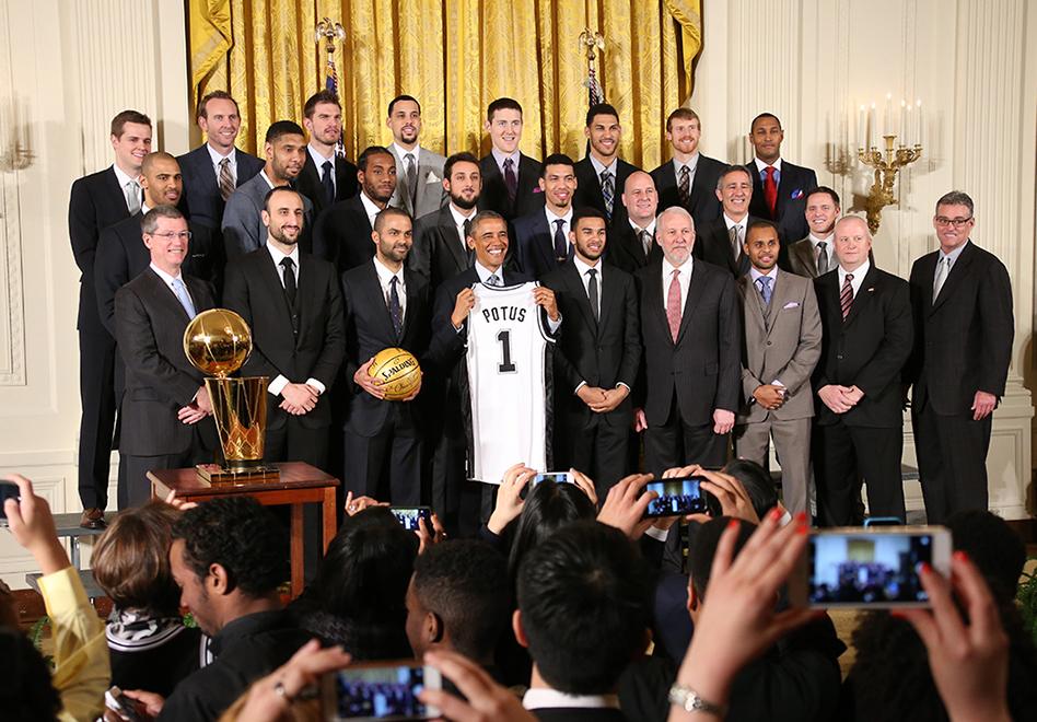 Los Spurs de visita la Casa Blanca por viva basquet