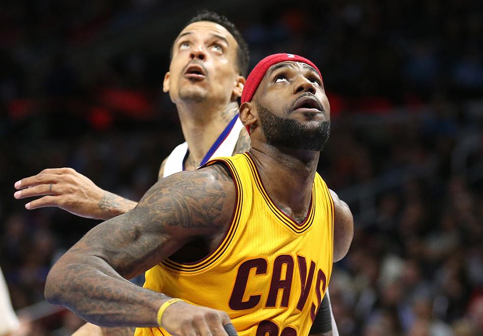 LeBron James ¿defendiendo? Por viva basquet