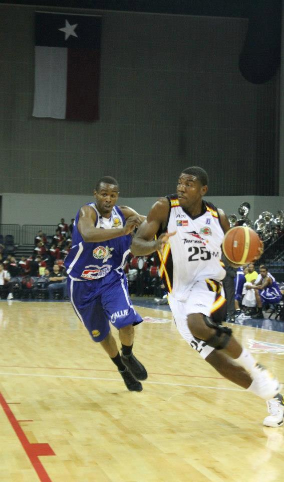 Uno a uno con Adrian Henning por viva basquet