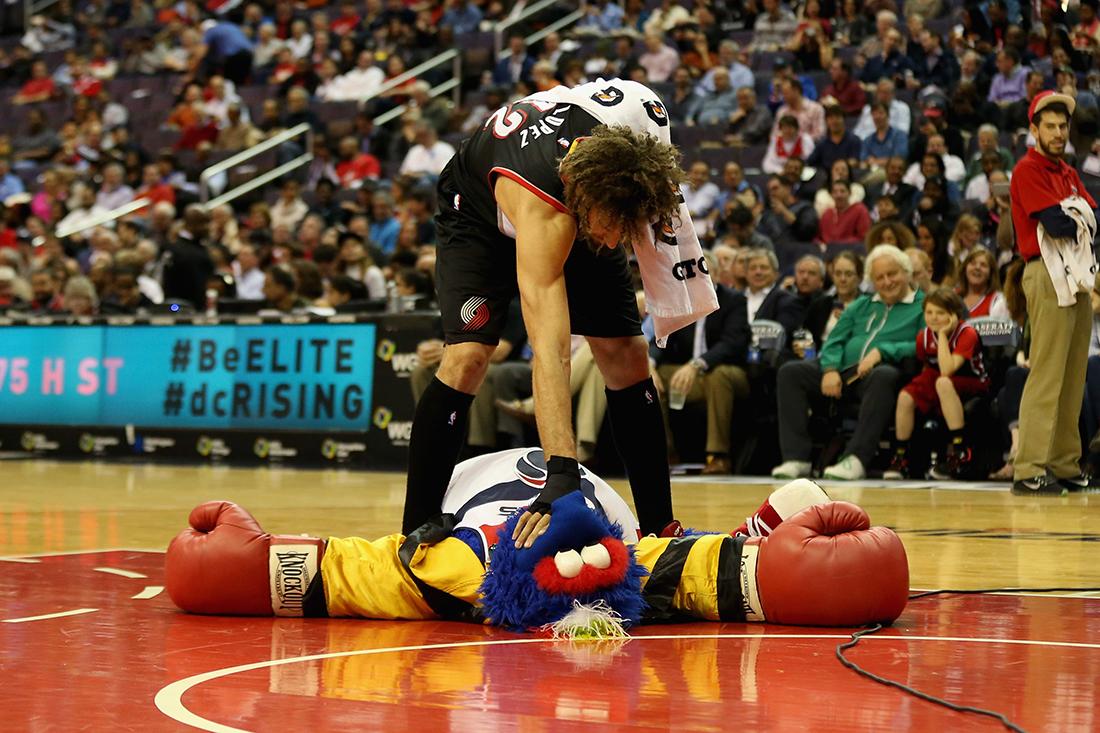 Robin Lopez, el terror de las mascotas por viva basquet