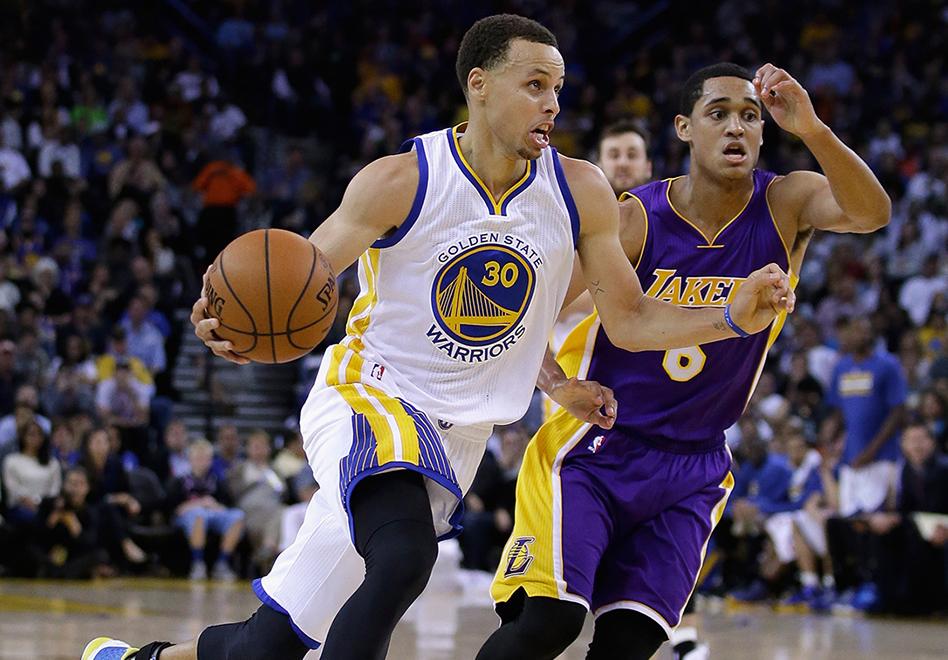 Los Warriors amarran boleto a playoffs por viva basquet